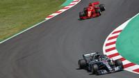 Lewis Hamilton a Sebastian Vettel v závodě ve Španělsku