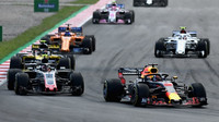 Daniel Ricciardo a Kevin Magnussen v závodě ve Španělsku