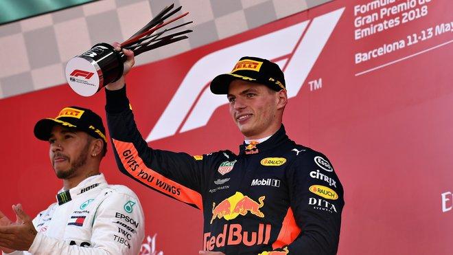 Max Verstappen na pódiu po GP Španělska
