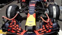 Přední křídlo vozu Red Bull RB14 - Renault před závodem ve Španělsku