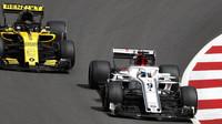 Marcus Ericsson a Carlos Sainz v závodě ve Španělsku