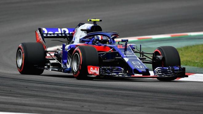 Pierre Gasly s vozem Toro Rosso STR13 poháněným Hondou