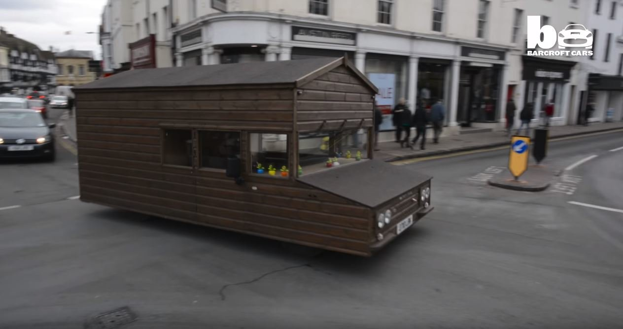 Brit si postavil nejrychlejší chatku na světě
