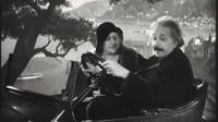 """Profesor Albert Einstein se stal jedním z prvních řidičů """"létajícího automobilu."""
