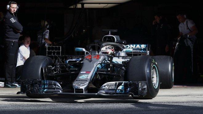 Lewis Hamilton v pátek ve Francii nenašel přemožitele ani v jednom z pátečních tréninků