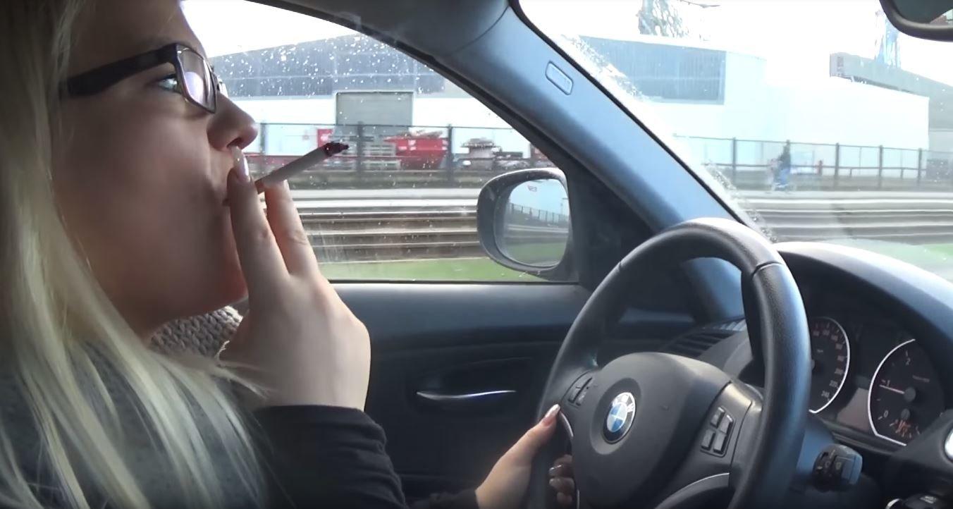Řidiče čekají v Rakousku nová omezení vztahující se ke kouření za volantem