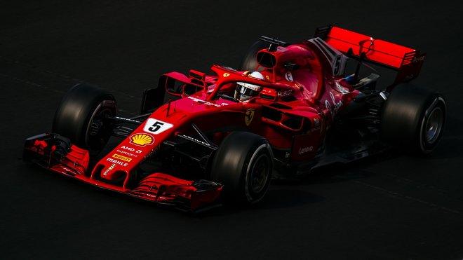 Sebastian Vettel byl po trénincích se svým Ferrari celkem spokojený