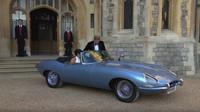 K cesta na svatební hostinu si novomanželé vybrali elektrický Jaguar E-Type