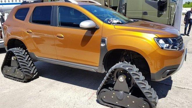 Nová Dacia Duster na speciálních pásech, díky kterým zdolá téměř jakýkoliv terén