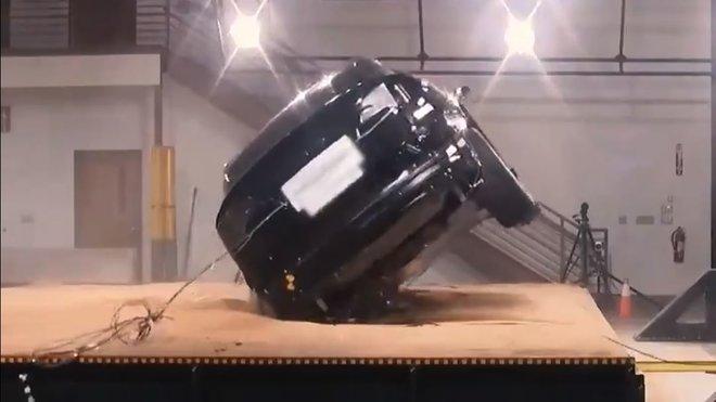 Tesla Model X byla označena nejbezpečnějším SUV na světě
