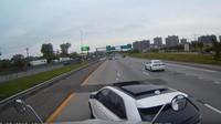 Vybržďování kamionu na dálnici? Tomuhle řidiči už zkrátka došla trpělivost - anotační foto