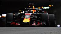 Daniel Ricciardo za tunelem během tréninku v Monaku