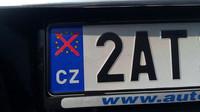 Jezdíte s přeškrtnutým symbolem EU na značce? Pokuta je to nejmenší, co vám hrozí - anotační foto