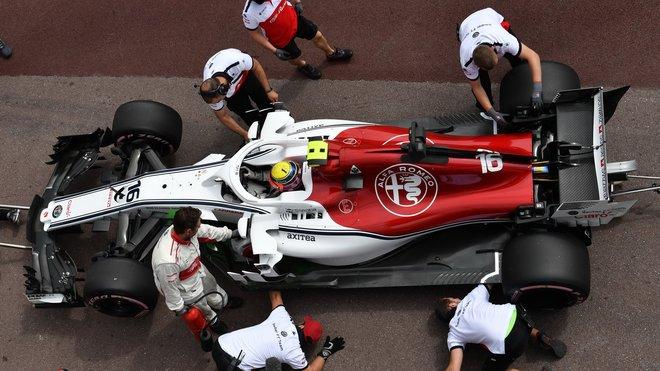 Charles Leclerc v boxech Sauberu