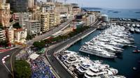 FOTO: Tréninky vozů F1 v úzkých ulicích Monaka, které neodpouští žádnou chybu - anotační foto