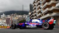 Brendon Hartley v tréninku v Monaku