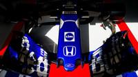 Přední křídlo vozu Toro Rosso STR13 - Honda v tréninku v Monaku
