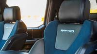Ford F-150 Raptor 2019 se dočkal několika vylepšení, tím nejzásadnějším jsou nové aktivní tlumiče FOX