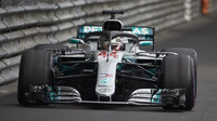 Mercedesy odpoledne v přístavu dominují, Ferrari zaostává o parník. Překvapil nováček Albon - anotační foto