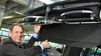 """Jubilejním 100000. vozem, který byl vyroben vzávodě Limmer, je California """"Ocean"""" (2.0 TSI, 150 kW) spohonem všech kol 4MOTION, 7stupňovou převodovkou DSG a dvoubarevným lakováním karoserie."""