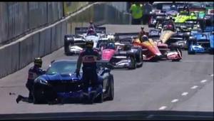 IndyCar 2018 Detroit Pace Car Crashes before Race Starts!