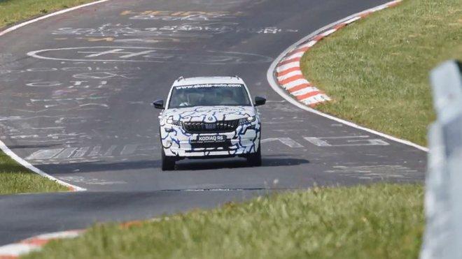 Údajná Škoda Kodiaq RS během testování na Nurburgringu