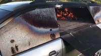 Francouzský umělec Benedetto Bufalino přeměnil starý automobil na pec k přípravě pizzy