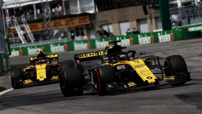 Nico Hülkenberg a Carlos Sainz v závodě v Kanadě