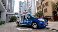 V rámci výzkumu autonomní jízdy provozují společnosti Ford a Postmates v Miami prototyp Fordu Transit Connect se třemi speciálními schránkami na zboží