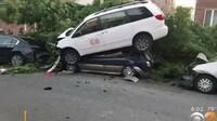 Řidič popelářského vozu za sebou nechával stopu jako tornádo