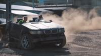 Omlácené BMW se proměnilo v neskutečně zábavnou buggy