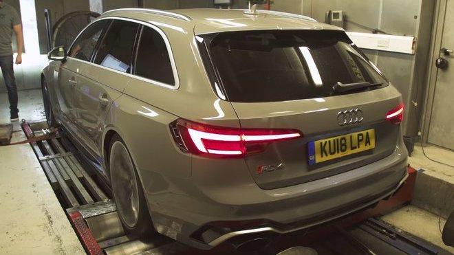 Audi RS4 ukrývá pod kapotou opět víc výkonu, než výrobce uvádí