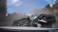 Čelní srážka staršího Volva s kamionem opět ukázala, jak jsou tyto automobily bezpečné