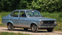 Zapomenutý vůz zbožňovaného světce? Stařičký Ford Jana Pavla II. míří do aukce - anotační obrázek