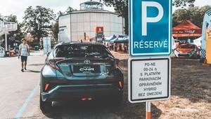 Parkování v Praze zdarma? Jde to, ale záleží na volbě automobilu - anotační obrázek
