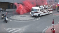 Slovenská přestavba autobusu Škoda 706 RTO na kabriolet během oslav titulu fotbalového klubu FC Spartak Trnava
