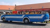 Replika vyhlídkového autobusu Škoda 706 RTO ve vlastnictví ČSAP Nymburk