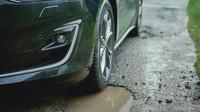 Detekce děr na silnici? Nový podvozek Fordu je splněným snem každého Čecha - anotační foto