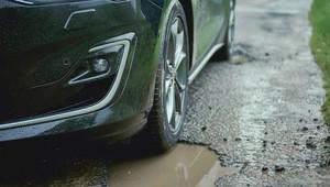 Detekce děr na silnici? Nový podvozek Fordu je splněným snem každého Čecha - anotační obrázek