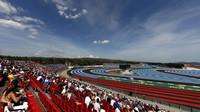 GRAFIKA: Startovní rošt GP Francie po penalizaci Hartleyho - Mercedesy z 1. řady - anotační foto