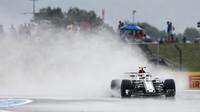 Charles Leclerc za deště v sobotním tréninku ve Francii