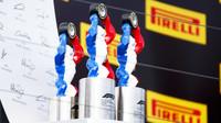 Trofeje po závodě ve Francii