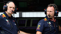 Adrian Newey a Christian Horner v kvalifikaci ve Francii