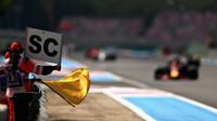 Safety Car po starotnovní kolizi v závodě ve Francii