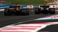 Daniel Ricciardo a Carlos Sainz v závodě ve Francii