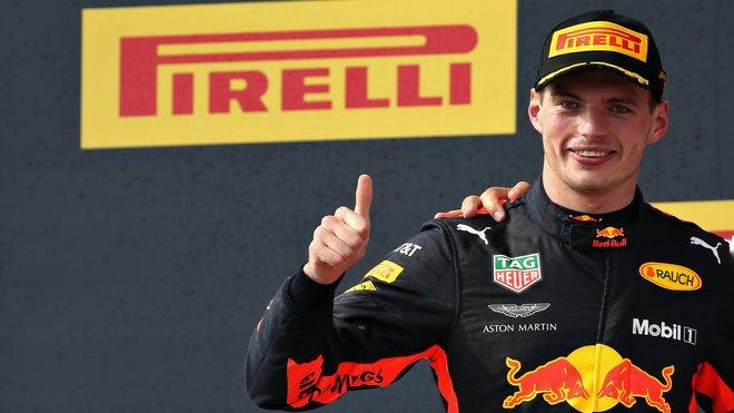 Max Verstappen na pódiu po závodě ve Francii