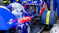 Zadní zavěšení vozu Toro Rosso před závodem ve Francii