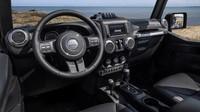 Italští Karabiniéři dostali služební Jeep Wrangler, se kterým budou k vidění i na plážích v Rimini