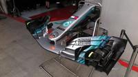Přední křídlo připravené pro Lewise Hamiltona