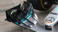Detail předního křídla vozu Mercerces v Rakousku